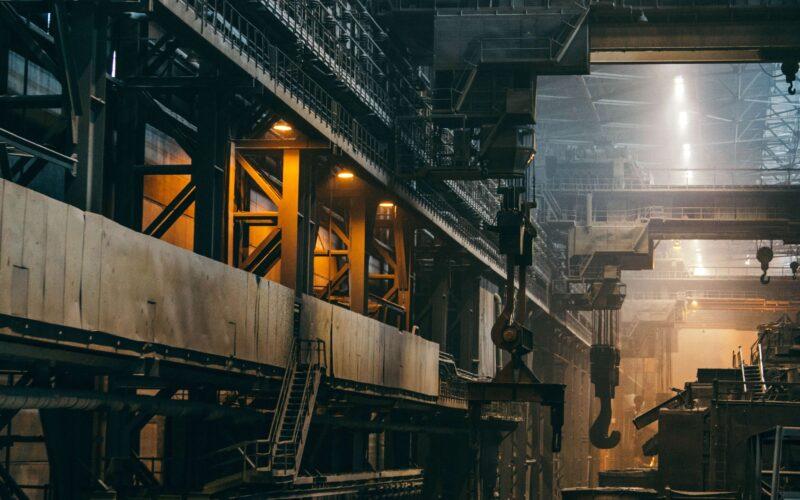 La gestione manageriale dell'implementazione digitale di un progetto complesso in un'azienda industriale di grandi dimensioni